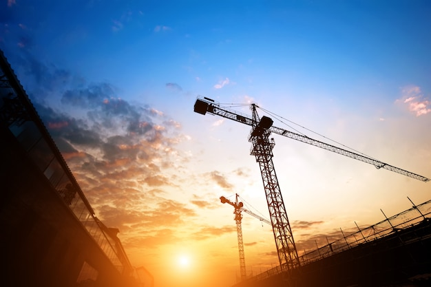 Sitio de construcción con vista al atardecer