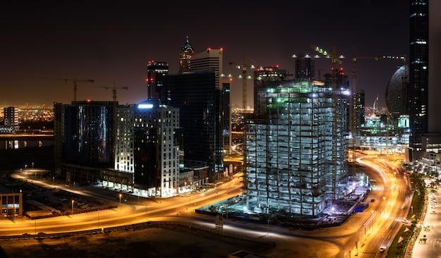 Sitios de construcción en dubai en la noche