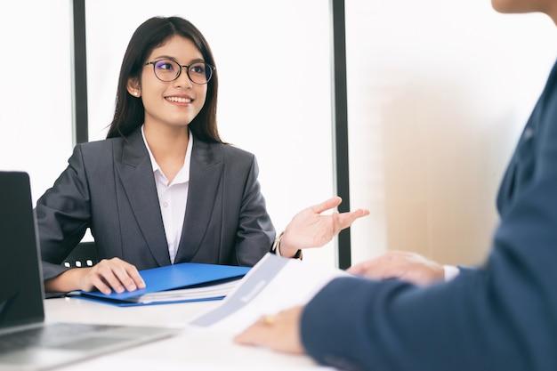 Situación empresarial, concepto de entrevista de trabajo.