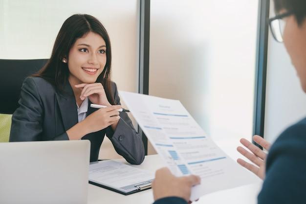 Situación de negocios, concepto de entrevista de trabajo.