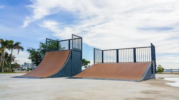 Skate park durante el día.