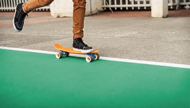 Skateboard extreme sport skater park recreacional actividad concepto