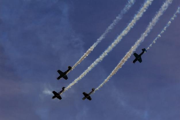 Sky nubes avión espectáculo aéreo