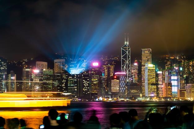 Skyline de la ciudad de hong kong en la noche