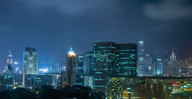 Skyline de hong kong en la noche