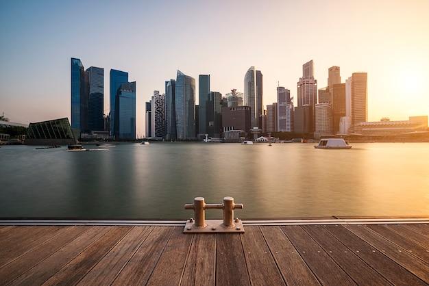 Skyline de singapur y asombrosos rascacielos