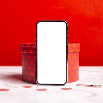 Smartphone en blanco en caja de regalo