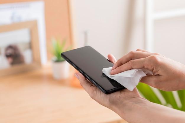Smartphone desinfectado por alguien
