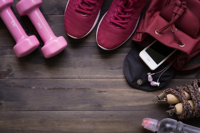 Smartphone en el bolso en la madera