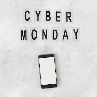 Smartphone con inscripción cyber monday