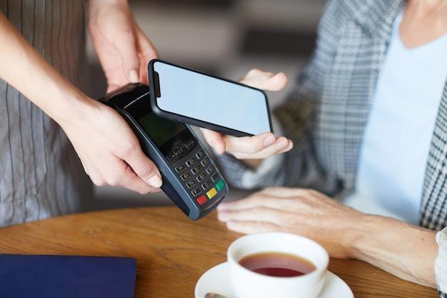 Smartphone por máquina de pago