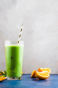 Smoothie verde saludable y delicioso