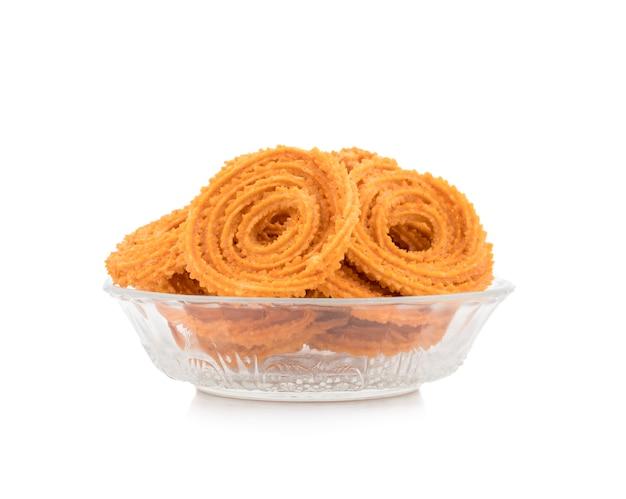 Snack tradicional indio chakli, un bocadillo frito crujiente en forma de espiral