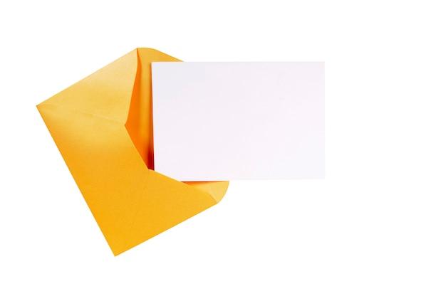 Sobre de manila marrón con carta en blanco