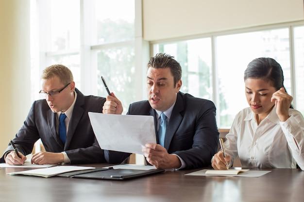 Socios comerciales internacionales durante la reunión