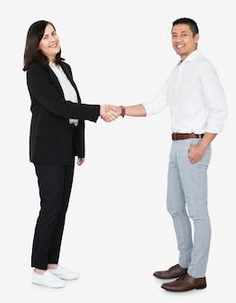 Socios de negocios en un apretón de manos
