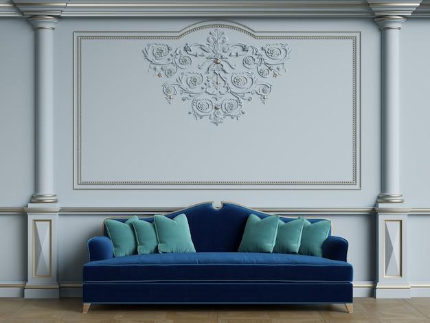 Sofá azul clásico en habitación interior clásica