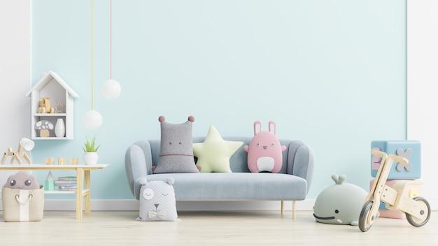 Sofá azul y muñeca, lindas almohadas en la elegante habitación infantil con pared de maqueta.