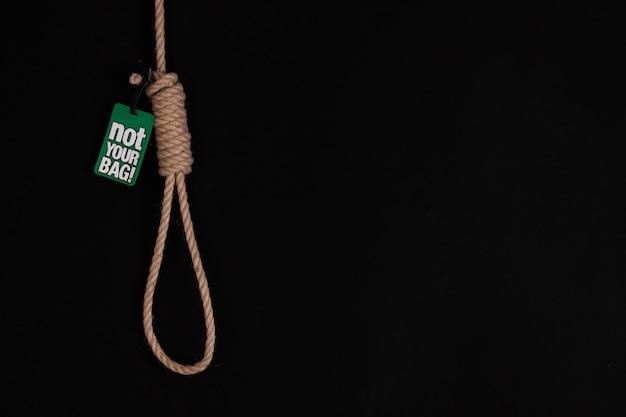 La soga contra el fondo hosco, el fracaso o el suicidio concepto