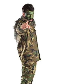 Soldado, señalar, frente