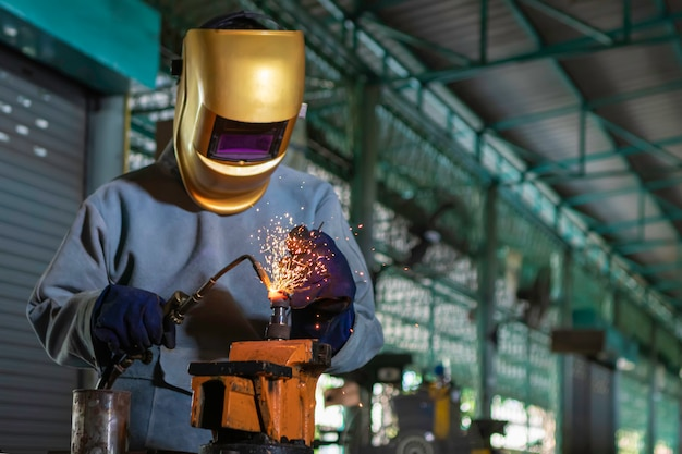 Soldadura craftman con pieza de acero