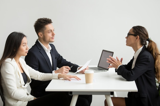 Solicitante entrevistada por gestores de recursos humanos