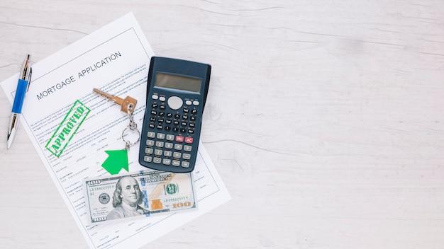 Solicitud arreglada para hipoteca en escritorio