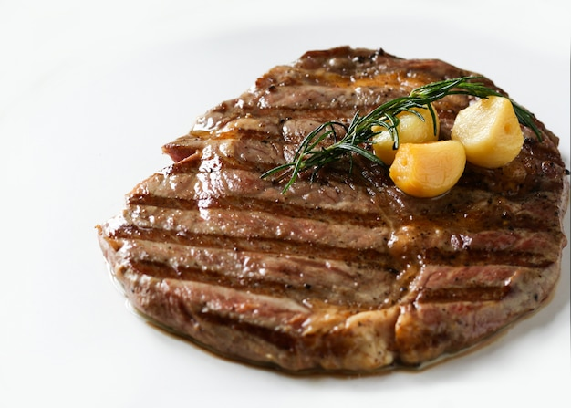 Solomillo de ribeye, bistec de res black angus, carne a la parrilla