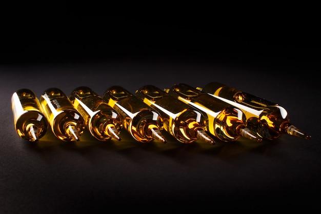La solución en ampollas de vidrio está lista para la administración oral.