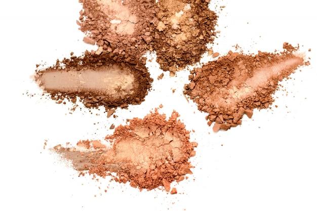 Sombra de ojos o bronceador marrón neutral mancha aislado