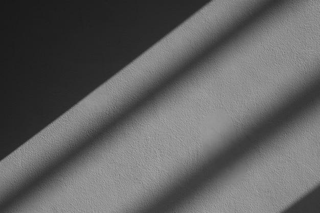Sombra de la ventana de vidrio en la pared