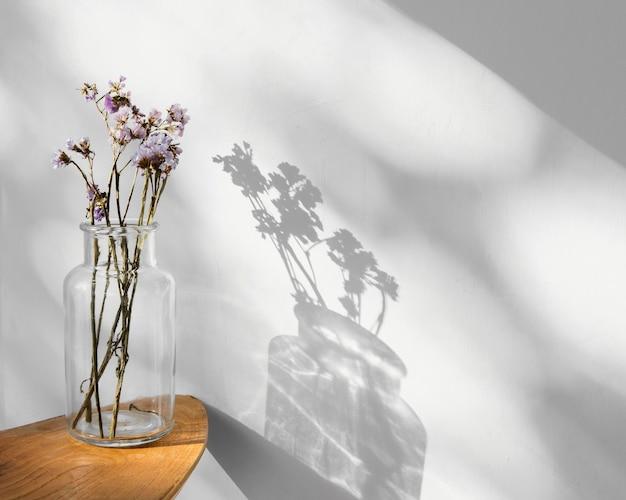 Sombras y flores abstractas concepto mínimo
