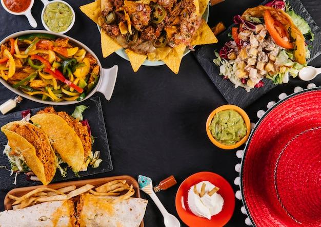 Sombrero y comida mexicana