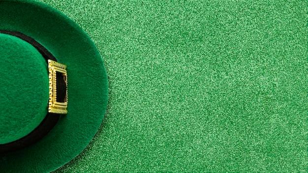 Sombrero del día de san patricio con espacio de copia
