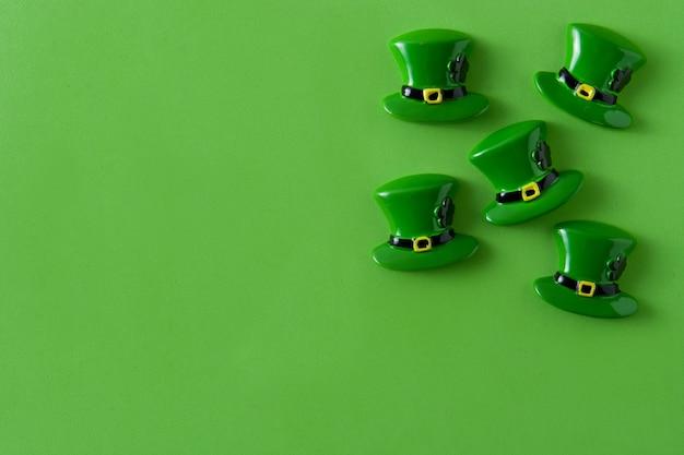 Sombrero del día de san patricio en verde copyspace