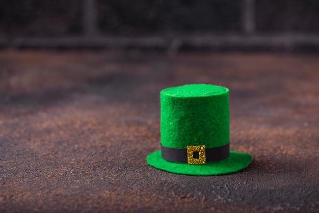 Sombrero de duende verde para el día de san patricio