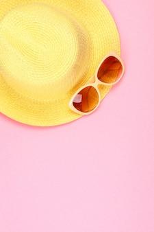 Sombrero y gafas de sol
