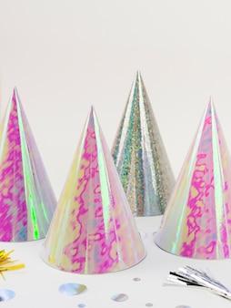 Sombreros de cumpleaños de aluminio y confeti