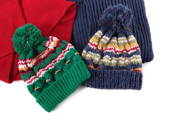 Sombreros de invierno y bufandas