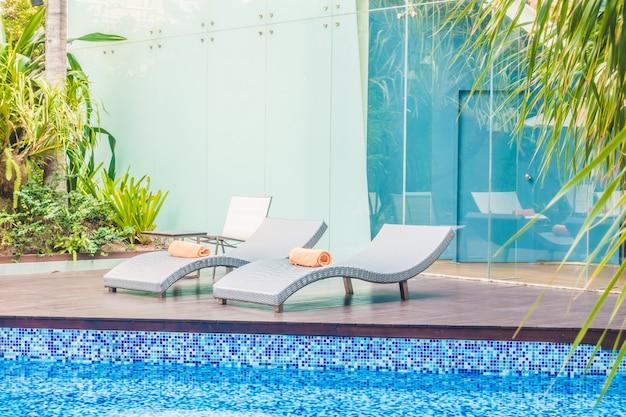 Sombrilla piscina y silla