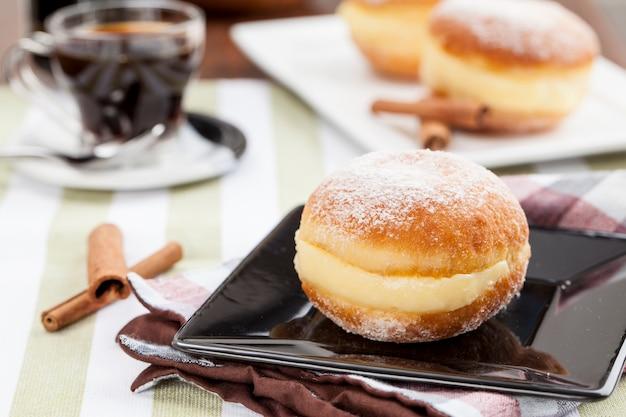 Sonho, pastelería tradicional, elaborada en panaderías brasileñas.