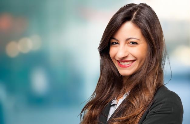 Sonriente joven mujer gerente retrato
