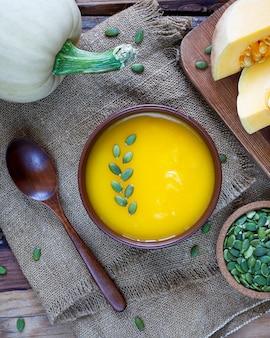 Sopa asada de crema de calabaza con semillas de calabaza