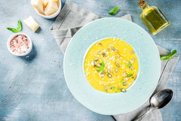 Sopa de calabaza y parmesano