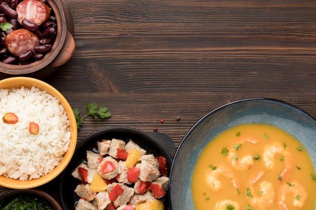 Sopa de camarones y marco de arroz