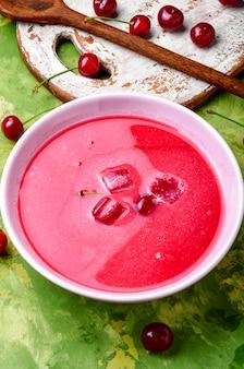 Sopa de cerezas de verano