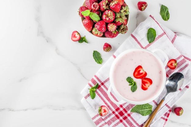 Sopa dulce cremosa de fresa
