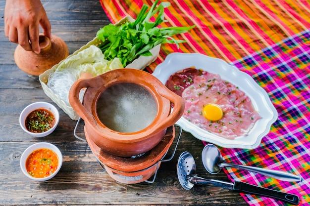 Sopa con estilo tailandés de pote caliente pot pot