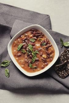 Sopa fresca con especias
