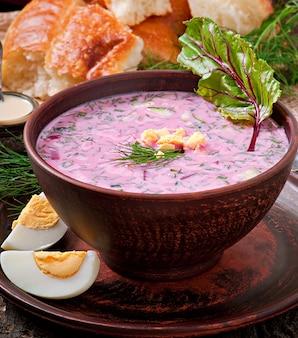 Sopa fría con remolacha y yogurt